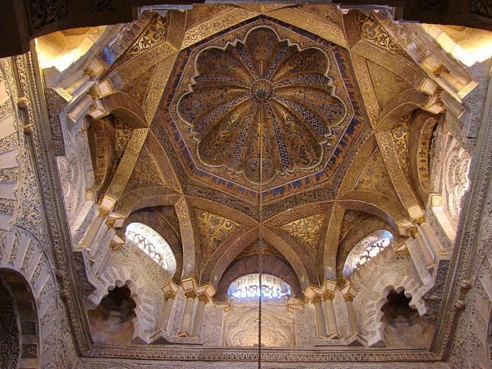Mezquita aljama de Córdoba. Cúpula ante el mihrab.